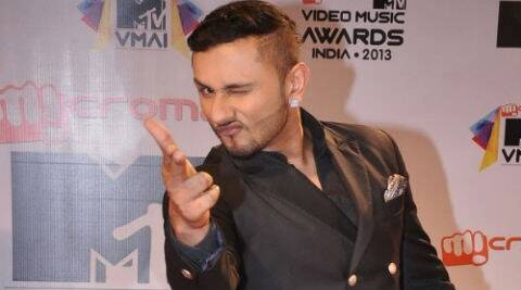 Yo Yo Honey Singh has not let his traveling affect his work on his upcoming TV debut 'India's Raw Star'.
