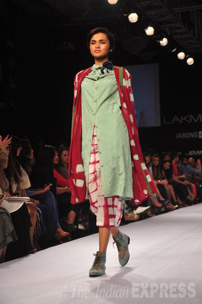 Model walks the ramp on the second day of Lakme Fashion Week (Source: Varinder Chawla)