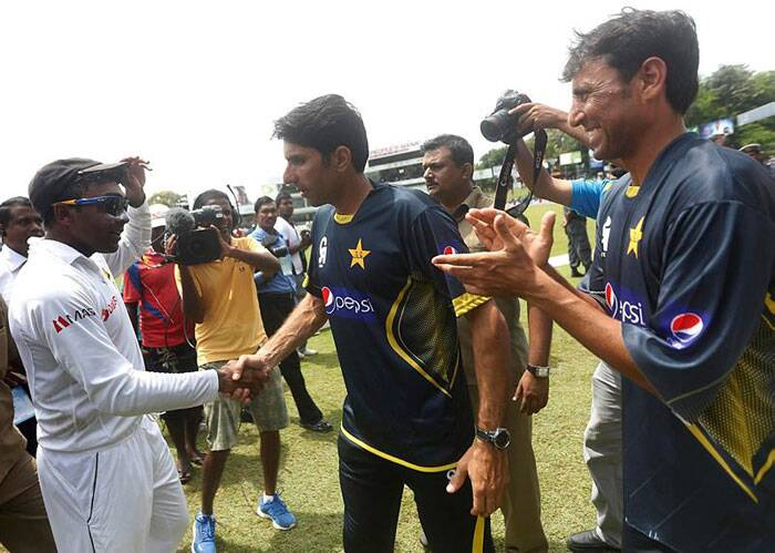Pakistan's Misbah-Ul-Haq and Younus Khan also  congratulated Mahela Jayawardene after his final Test match. Pakistan was defeated by a 105 runs to add the icing on the cake. (Source: Reuters)