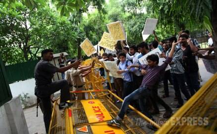 Students of IETE protest outside Smriti Irani's residence
