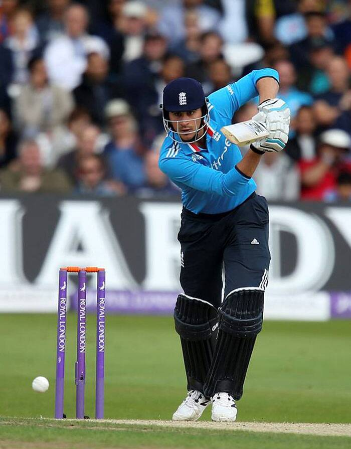 MS Dhoni won the toss and elected to bowl at Trent Bridge. Opener Alex Hales made a quick fire 44 at his home ground before falling to Raina. (Source: AP)