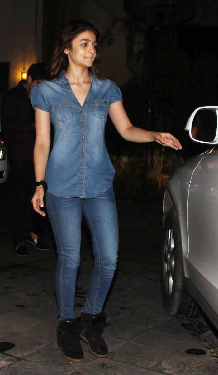 The actress, who was last seen 'Humpty Sharma Ki Dulhania', was seen in an all denim avatar - denim shirt, jeans and black boots. (Source: Varinder Chawla)