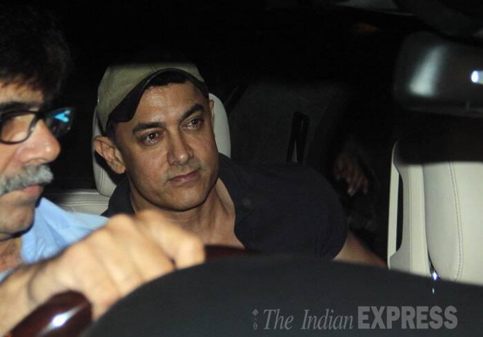 Aamir Khan leaves the eatery with Ira. (Source: Varinder Chawla)