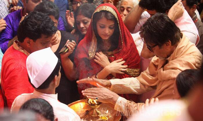 Big B is seen taking aarti while bahu Aishwarya looks on. <br /> Jaya Bachchan and Aaradhya were not seen at the aarti. (Source: Express photo by Prashant Nadkar)