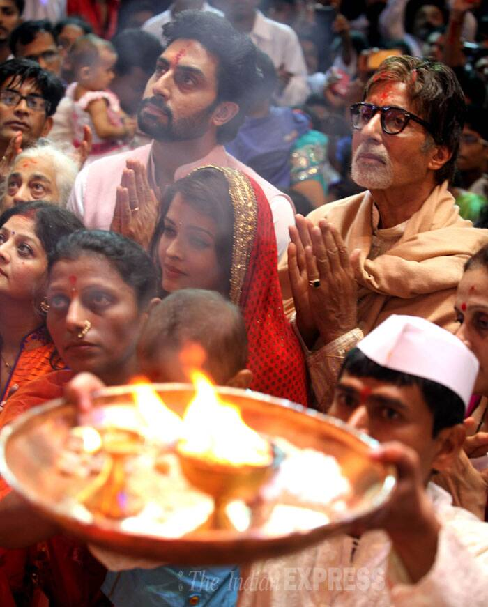 Aishwarya, Abhishek and Amitabh Bachchan are seen at the aarti. (Source: Express photo by Prashant Nadkar)