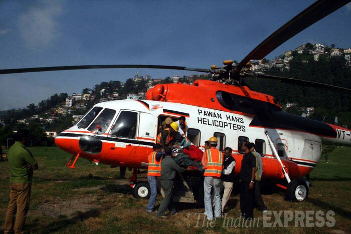 Rescuers take an injured man to the helicopter in Shimla. (Source: Express photo by Lalit Kumar)