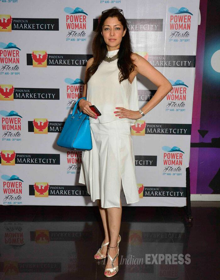 Aditi Govitrikar was chic in a creamy white creation with metallic sandals. (Source: Varinder Chawla)