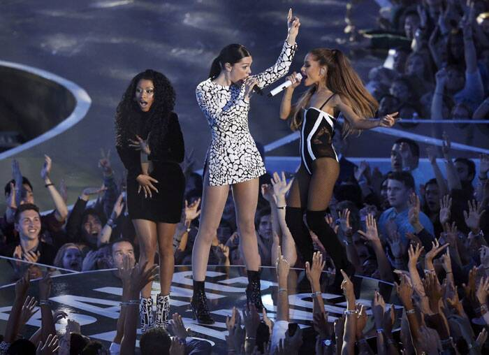 With some twerking and shaking, the leading ladies of pop music dominated the MTV Video Music Awards on Sunday as raunchy performances opened the show, while Katy Perry and Ed Sheeran took home the first Moonman awards. <br /> Nicki Minaj, Jessie J and Ariana Grande (From L) perform 'Bang Bang' during the 2014 MTV Video Music Awards in Inglewood, California . (Source: Reuters)