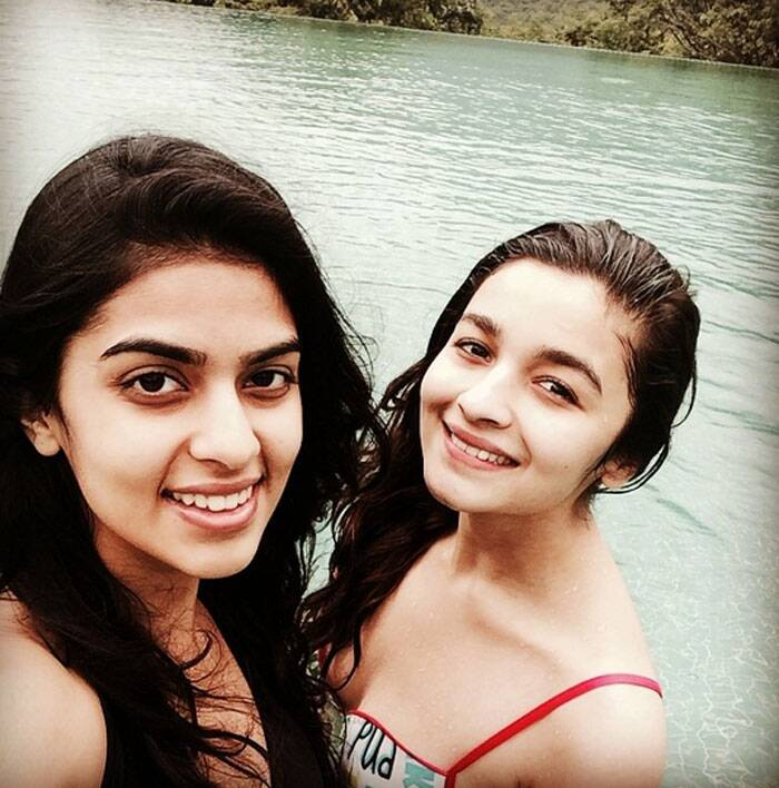 Alia, who was last seen in hit film 'Humpty Sharma Ki Dulhania', posed with a friend just after a swimming on the cliff.