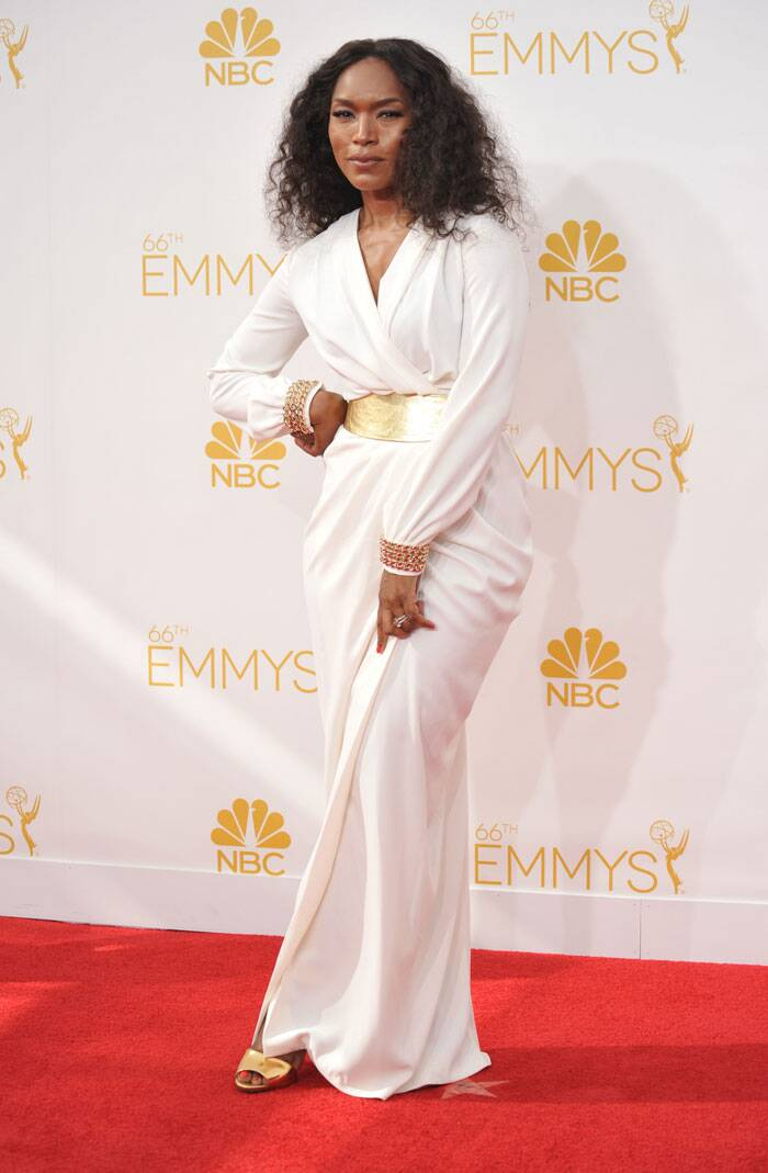 'American Horror Story' actress Angela Bassett decided to go the white and gold route. (Source: AP)