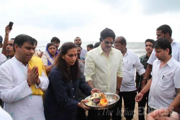 Hrithik Roshan, Shilpa Shetty, Sonali Bendre out for Ganpati Visarjan