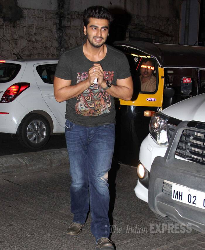 Arjun Kapoor arrives for the party in jeans, T shirt.  (Source: Varinder Chawla)