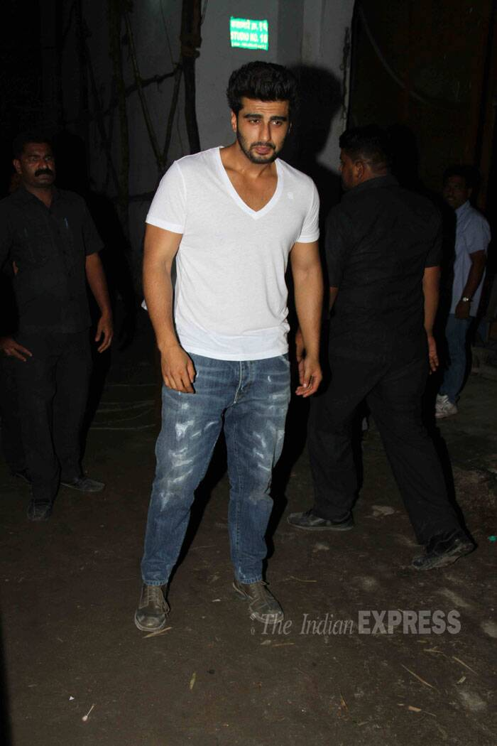 The 'Tevar' team finally wrapped up the shooting of the Arjun Kapoor-Sonakshi Sinha starrer and celebrated with a bash on Thursday night (August 21). <br /><br /> Arjun Kapoor, who plays the lead in 'Tevar', looks tired as he arrived for the bash. (Source: Varinder Chawla)