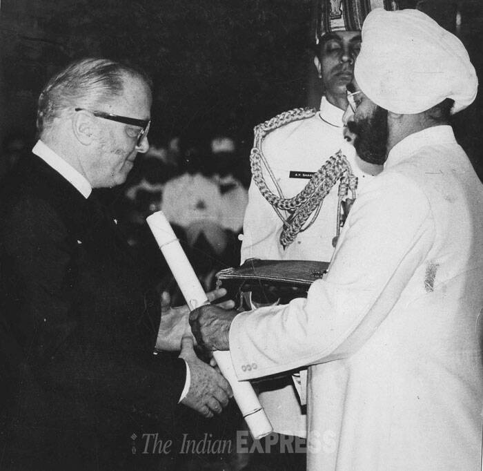 Gandhi, the $22 million epic came out in 1982 and scooped eight Hollywood Oscars, including Best Director - a record for a British film. <br /><br /> India's then President Giani Zail Singh presenting Padma Bhushan to Sri Richard Attenborough at civil investiture ceremony at Rashtrapati Bhavan on 2.4.1983. (Source: Express photo by S Paul)