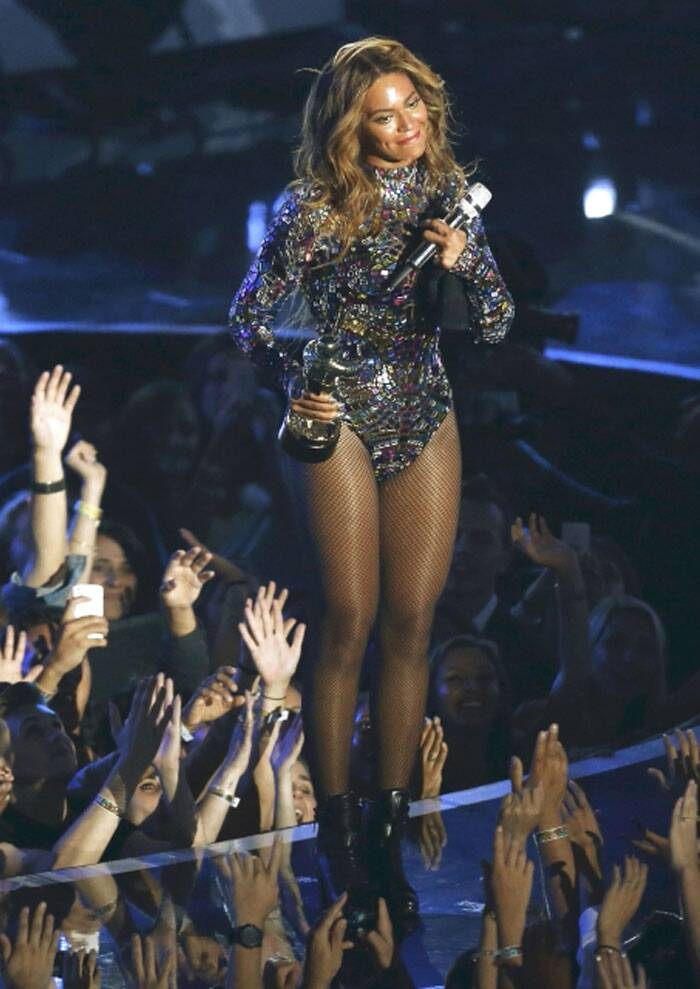 Beyonce accepts the Video Vanguard Award during the 2014 MTV Video Music Awards in Inglewood. (Source: Reuters)