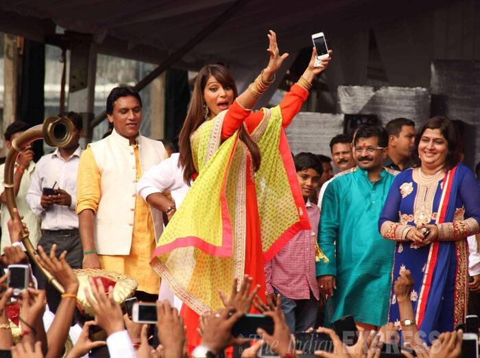 Bipasha surely looked like she had a blast. (Source: Varinder Chawla)