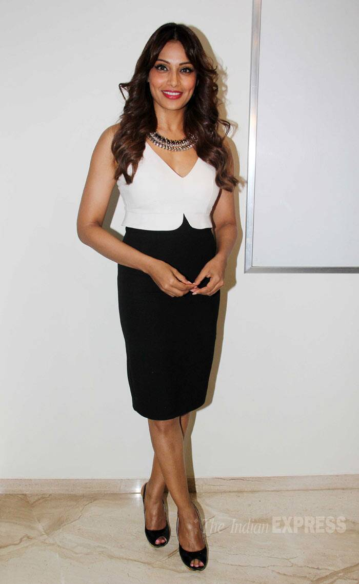 Bipasha Basu, who plays the lead in the film, looked chic in a white top with a black pencil skirt and peep-toes. (Source: Varinder Chawla)