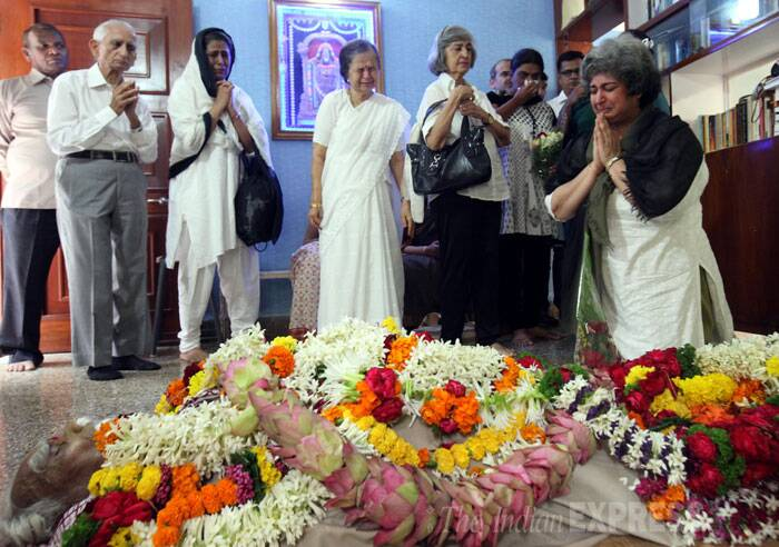 Seen here is BKS Iyengar's body. (Source: Express photo by Arul Horizon)