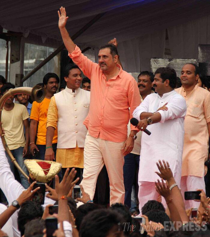 Actor Boman Irani, who will be seen in 'Happy New Year', waves to the crowd. (Source: Varinder Chawla)