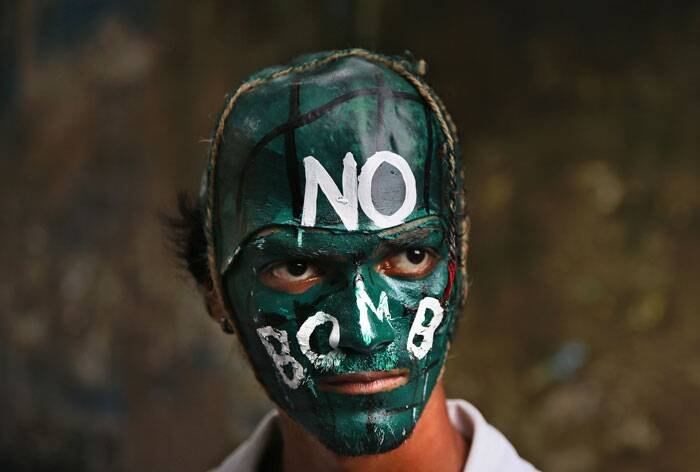 A student with painted face participates in a peace rally to mark the 69th anniversary of US atomic bombing of Hiroshima in Mumbai.  <br /> The 1945 bombing killed up to 140,000 people. (Source: AP)