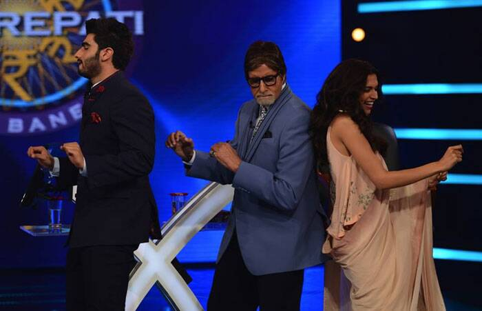 "Big B loved the 'bootiya dance' . He said, ""Its a popular number in the film and been done with some finesse."" (Source: Amitabh Bachchan blog/ FB/ Twitter)"