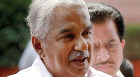 Chandy briefed Antony on the UDF Government's new liquor policy that sharply cuts down on availability of alcoholic drinks.(Source: PTI photo)