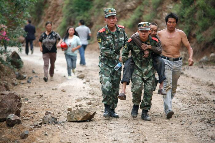 In this photo released by China's Xinhua News Agency, rescuers transport an injured man after an earthquake in Ludian County of Zhaotong City in southwest China's Yunnan Province, Sunday, Aug. 3, 2014.  (Source: AP)