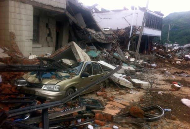 Strong earthquake kills 381 in China