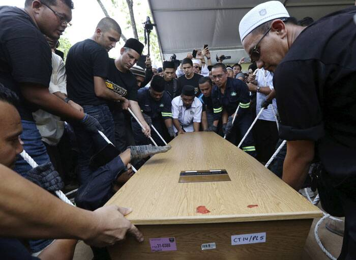 The coffin of twenty-nine-year-old MH17 First Officer Ahmad Hakimi Hanapi is lowered during his burial in Putrajaya. <br /> People across Malaysia held a minute's silence and wore black on Friday as the Southeast Asian country observed a day of mourning to mark the return of the first 20 bodies among its citizens killed when a jetliner was downed last month. Malaysian Airlines (MAS) Flight MH17 crashed after apparently being struck by a missile over war-torn Ukraine on July 17, worsening a year of tragedy for the country following the baffling disappearance of another MAS flight in March. (Source: Reuters)