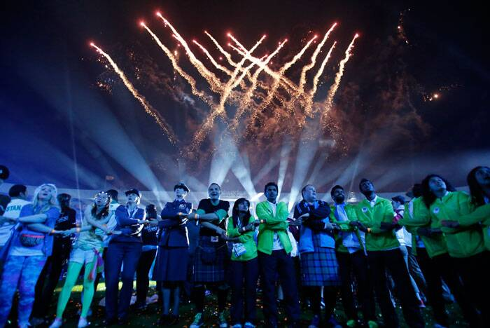 Games makers and athletes join hands as they sing the traditional Scottish song Auld Lang Syne at the end of the Closing Ceremony for the Commonwealth Games Glasgow 2014, at Hampden Park stadium, in Glasgow. (Source: AP)