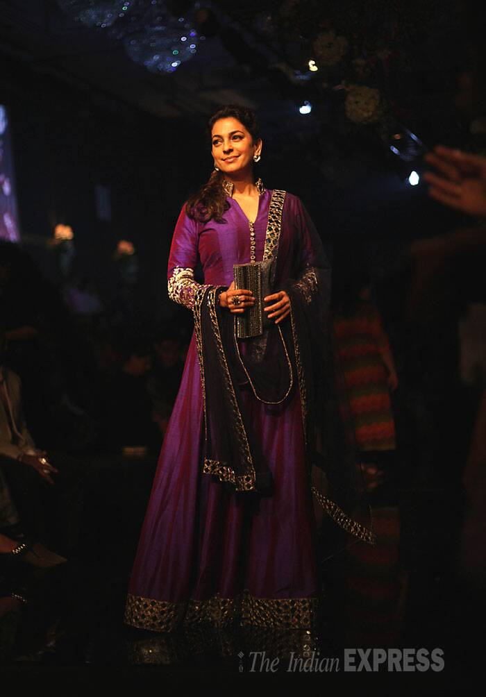 Veteran actress Juhi Chawla wore Manish Malhotra's mirrorwork long anarkali with a matching net dupatta. She finished the look with a silver clutch. (Source: Express photo by Pradip Das)