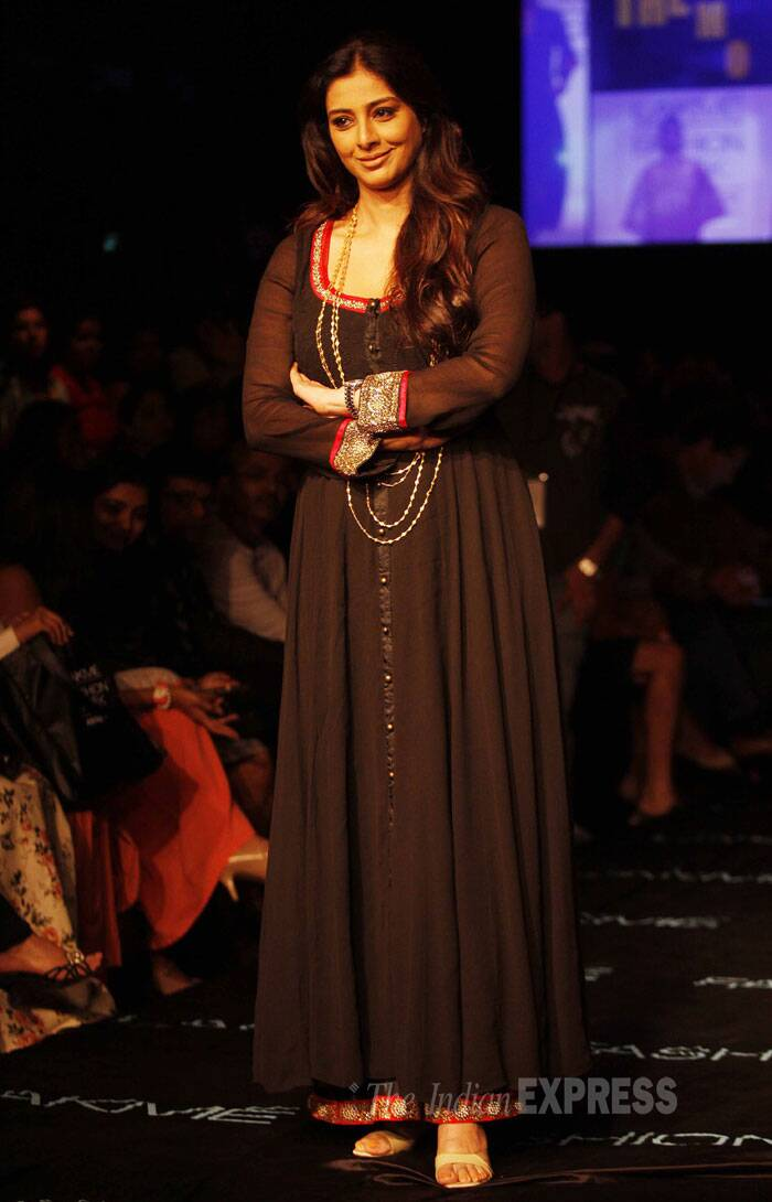 Lady in Black - Tabu, who will be seen in 'Haider', looked stunning as she walked the ramp for Priyadarshini Rao. (Source: Express photo by Pradip Das)