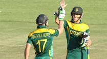 AB delivers as South Africa chase down big total