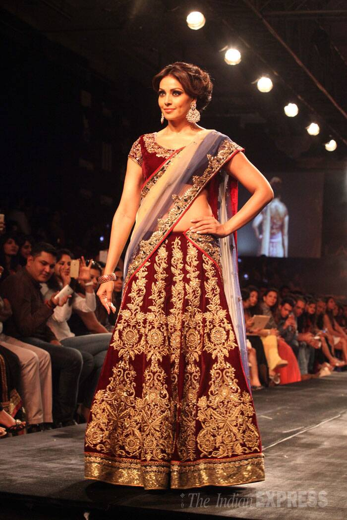 Actress Bipasha Basu walked the ramp for her favourite designer Vikram Phadnis wearing his bridal wear. (Source: Express photo by Dilip Kagda)