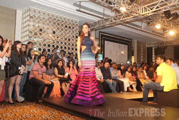 'Humshakals' actress Esha Gupta was in a Neha Agarwal outfit for the second time on the ramp. (Source: Express photo by Dilip Kagda)