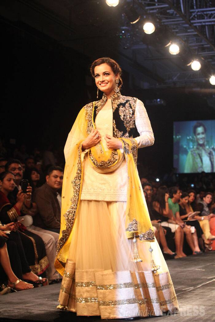 Dia Mirza makes a royal bride in Vikram Phadnis creation. (Source: Express photo by Dilip Kagda)