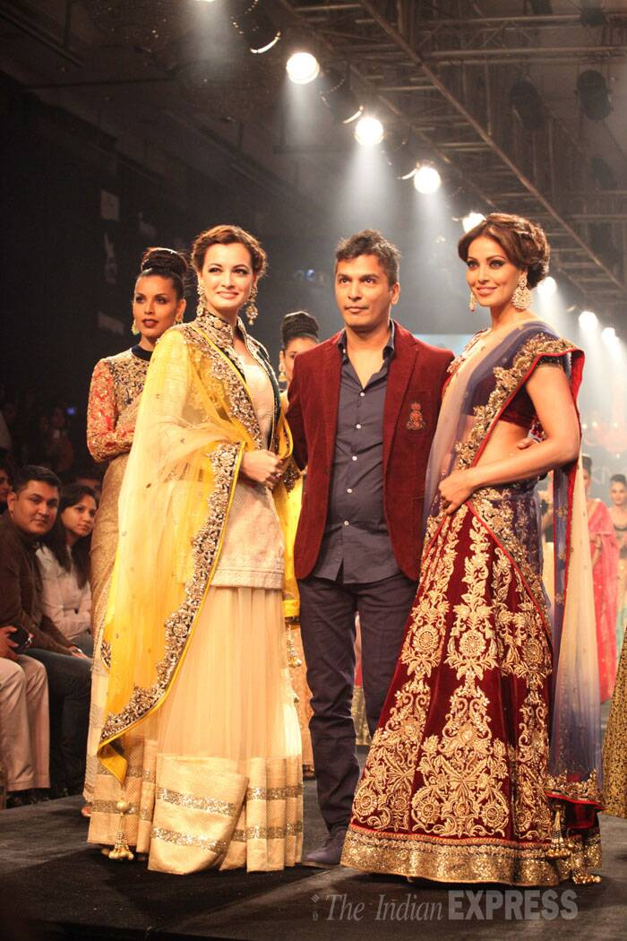 Designer Vikram Phadnis with his two ramp brides - Dia Mirza and Bipasha Basu. (Source: Express photo by Dilip Kagda)