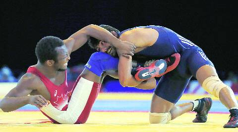 Yogeshwar Dutt (R) performs the move 'Fitele' against Canadian opponent Jevon Balfour to win gold in the final of the men's 66kg category. (source: AP)