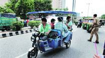 HC bans e-rickshaws, calls them safety hazard