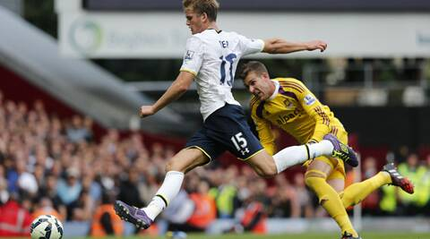 Tottenham Hotspur's Eric Dier shoots to score as West Ham United's Adrian looks on during their EPL match. (Source: Reuters)