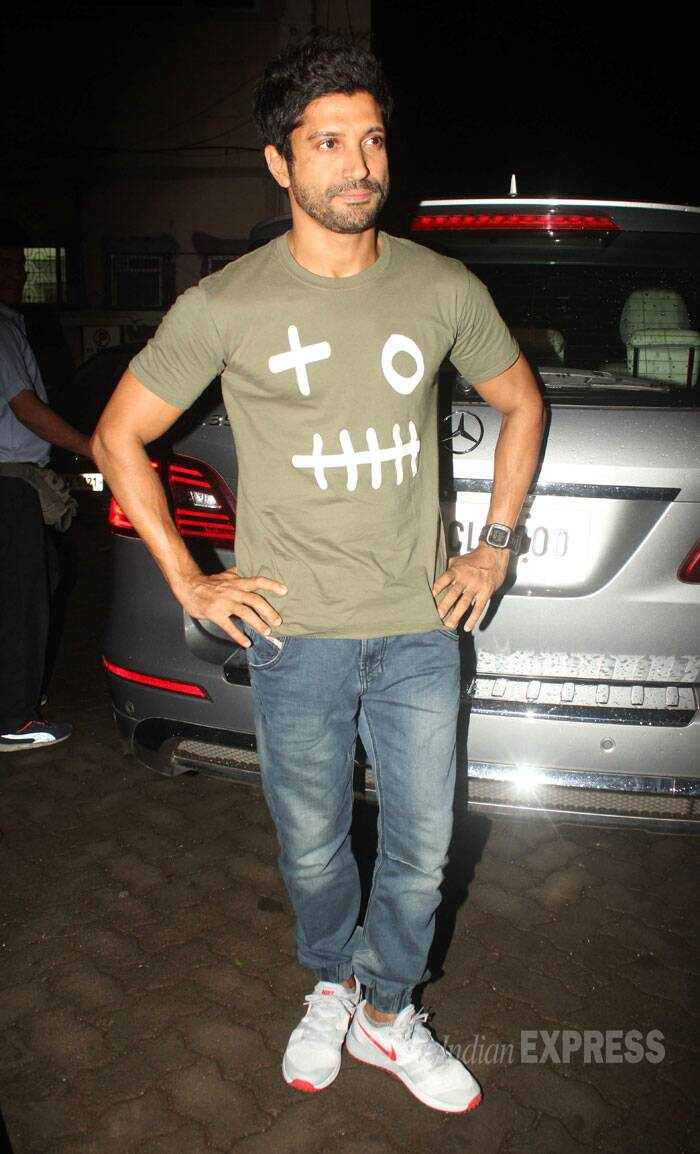 Film's other lead actor Farhan Akhtar was spotted in Bandra looking his casual cool self in a tee shirt and denims. (Source: Varinder Chawla)
