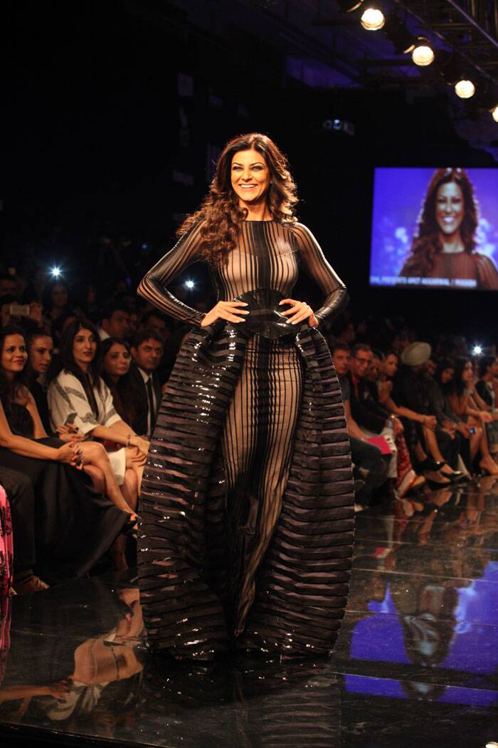 Stunning in a black gown with a transparent back, Sushmita Sen turned the show stopper for Amit Aggarwal as Lakme Fashion Week Winter/Festive 2014 rolled off Tuesday (Source: Express Photos by Dilip Kagda)
