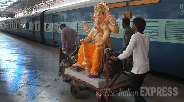A Lord Ganesha Idol being taken to Surat for decoration on the Flying Rani train at Bombay Central (Source: Express photo by Pradeep Kocharekar)