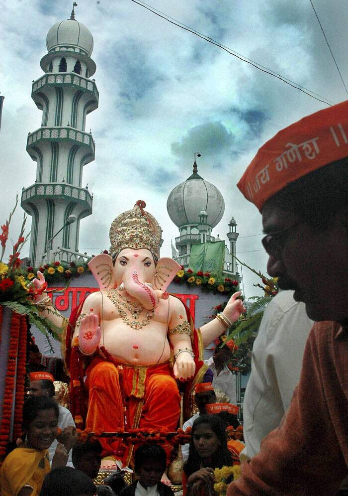 Devotees carry a Ganesh idol to the pandal on the eve of Ganesh festival in Nagpur, Maharashtra on Thursday. (Source: PTI)