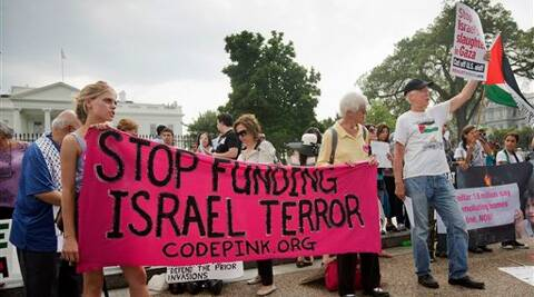 Protestors gather in front of the White House in Washington Saturday, Aug. 9, 2014, to demonstration against Israel's military offensive in the Gaza Strip. Source: AP photo