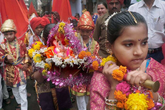 Children dressed in traditional attire take part in a procession with Ganesh idol ahead of Ganesh Chaturthi at Sangli in Maharashtra. (Source: PTI)