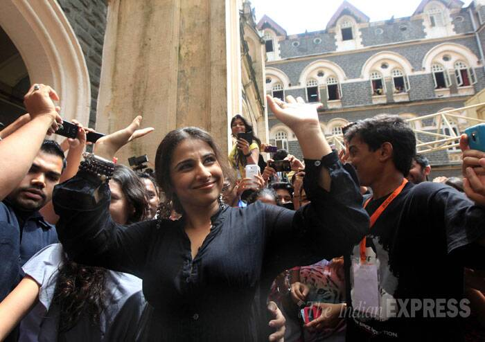Vidya Balan waves with a smile to her fans. (Source: Express photo by Ganesh Shirsekar)