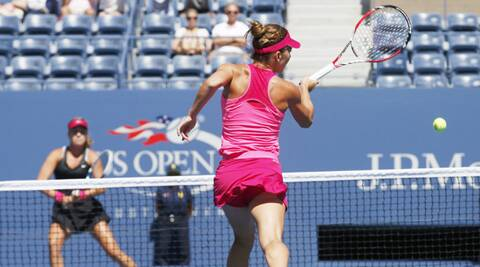 Simona Halep hits a forehand winner enroute her 6-7 (2), 6-1, 6-2 win over Danielle Collins (Source: Reuters)