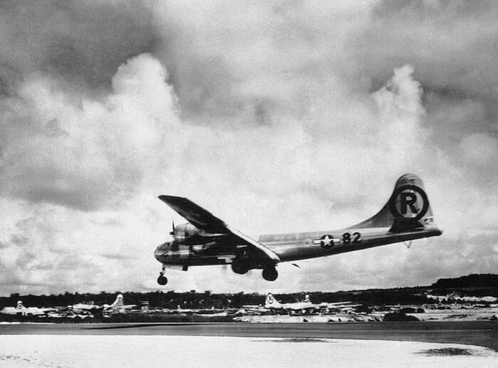 "(File Photo)  In this Aug. 6, 1945 file photo, the ""Enola Gay"" Boeing B-29 Superfortress lands at Tinian, Northern Mariana Islands after the U.S. atomic bombing mission against the Japanese city of Hiroshima. Tom VanKirk says his 93-year-old father, the last surviving member of the Enola Gay crew, died in Stone Mountain, Ga. on Monday, July 28, 2014. (Source: AP)"