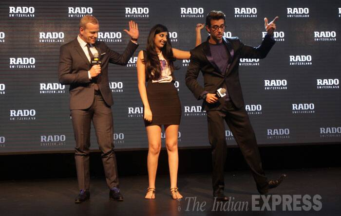 Hrithik,  who will be seen in 'Bang Bang', shows off his moves onstage. (Source: Express photo by Amit Mehra)